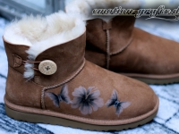 airbrush ugg butterfly and hibiskus